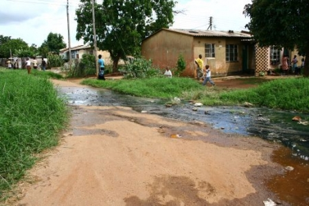 Joanna Stavropoulou  |  Dzivaresekwa is a typical high-density township of Harare with open sewage running throughout its streets.