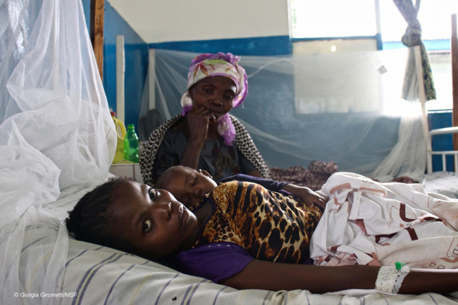 A mother and child resting at Walikale hospital. Photo: Giorgia Girometti/MSF