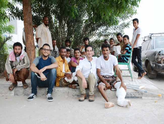Photo of AbdelHalim with patients at the MSF hospital in Aden