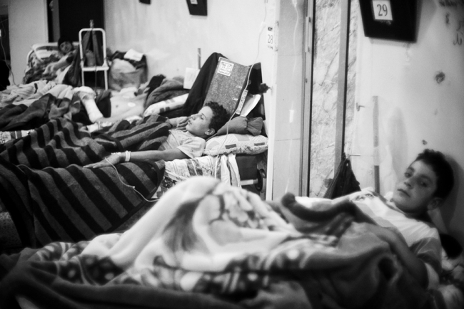 Children recovering on a ward in Tal Abyad hospital. Photo: Eddy Van Wessel/MSF