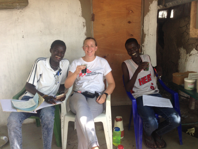 Tessa enjoys a cuppa with her MSF colleagues.
