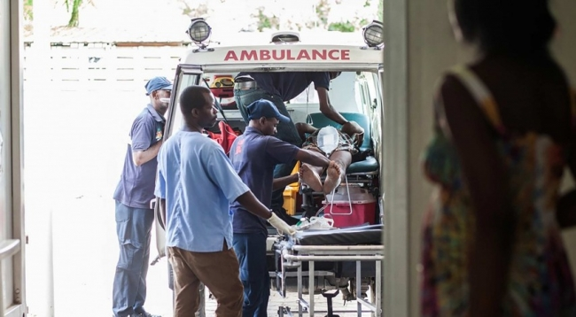 Photo of a patient arriving at the MSF hospital in Port-au-Prince via ambulance
