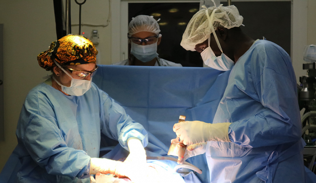 Lisa and the MSF team perform a surgery in the OR