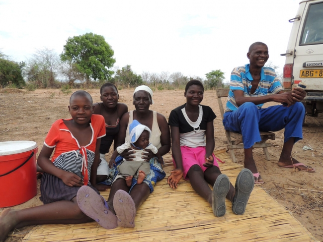 Me sitting with my brother's wife and er children. They have been taking care of me. Zimbabwe © Strambuli Kim/MSF