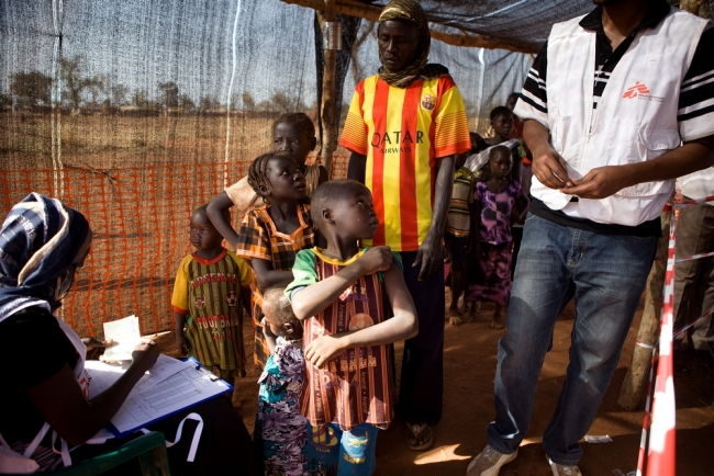 Measles vaccination campaign in Yida January 2015 © Karin Ekholm/MSF