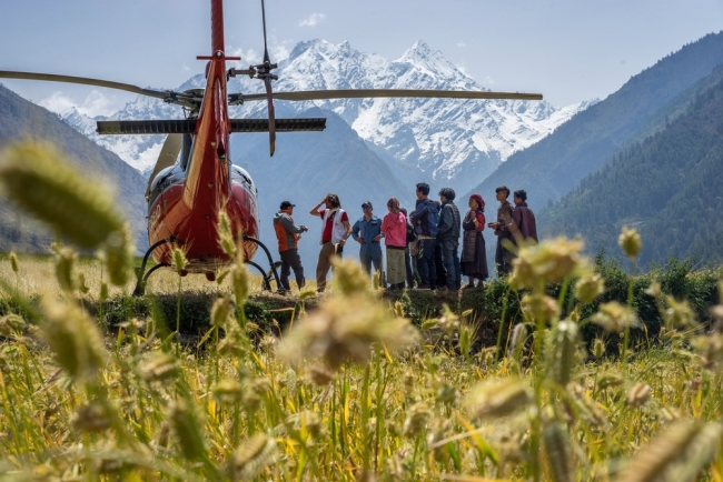 Helicopter exploration ©Brian Sokol/Panos