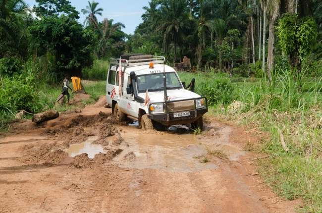 An MSF land cruiser drives through the mud in DRC