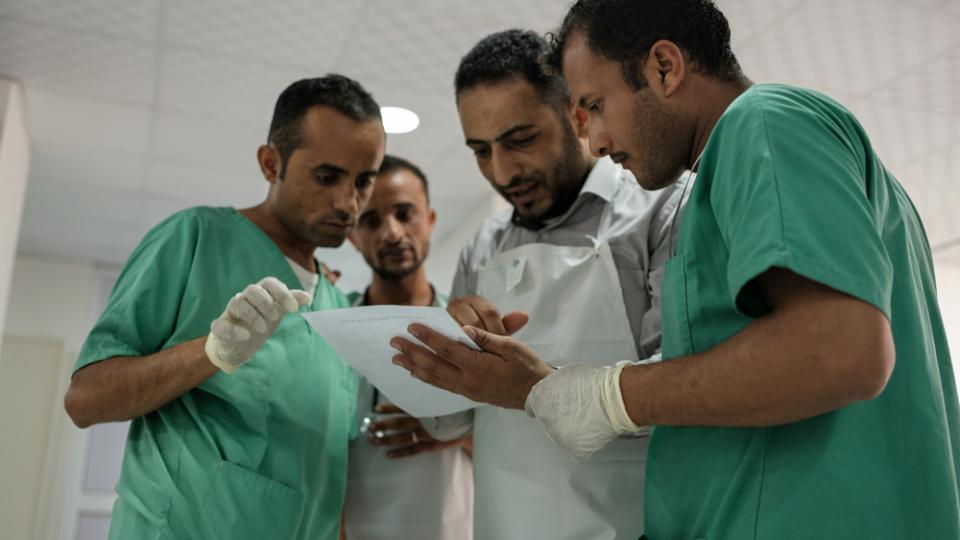 MSF doctors and nurses during an emergency case at the trauma center, Taiz Houban,