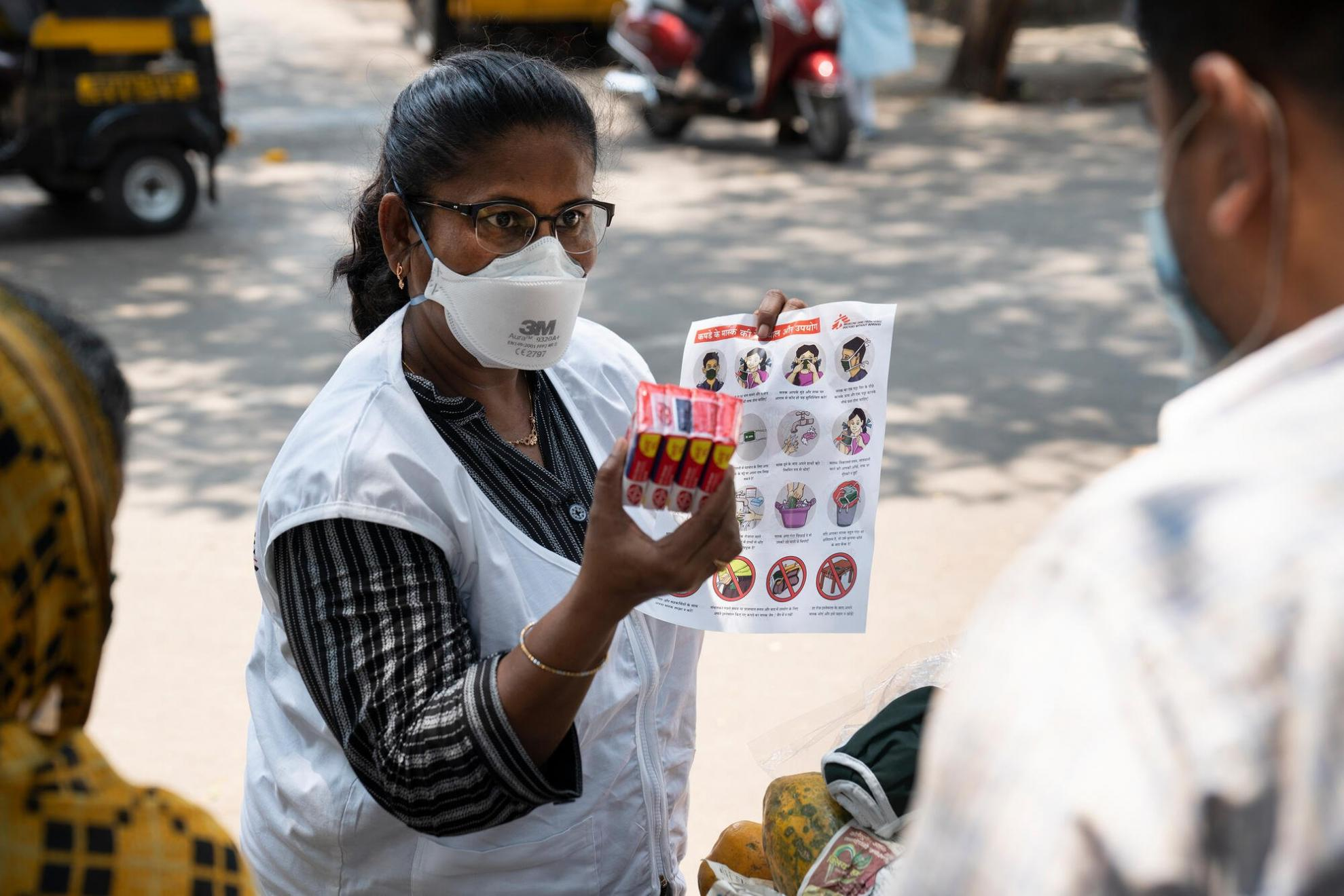 An MSF health promoter handing out supplies in Mumbai