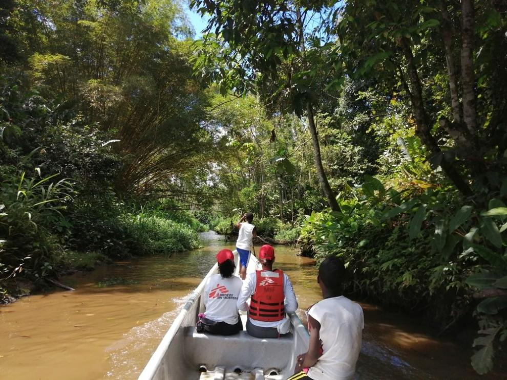 MSF outreach travels by canoe in a small river in Nariño, en route to a community where medical services rarely penetrate.