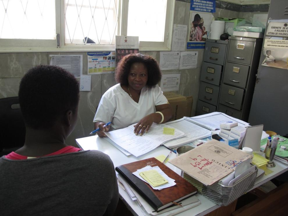 An MSF nurse during a consultation for cervical cancer screening in Alto Mae, Maputo.