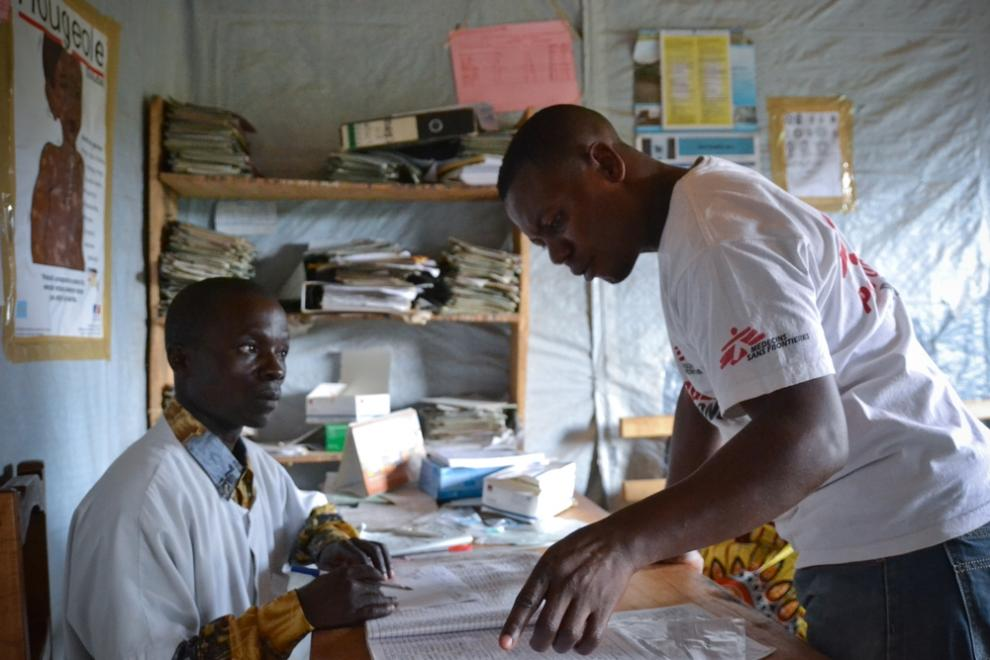 MSF and Ministry of Health staff work together in an emergency malaria intervention, Remeka, North Kivu, Nov 2015.