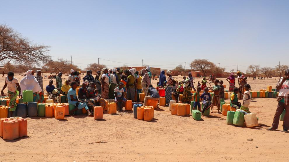 A water distribution site in Djibo, Burkina Faso, where MSF is providing medical and humanitarian aid to thousands of people threatened by violence and COVID-19.