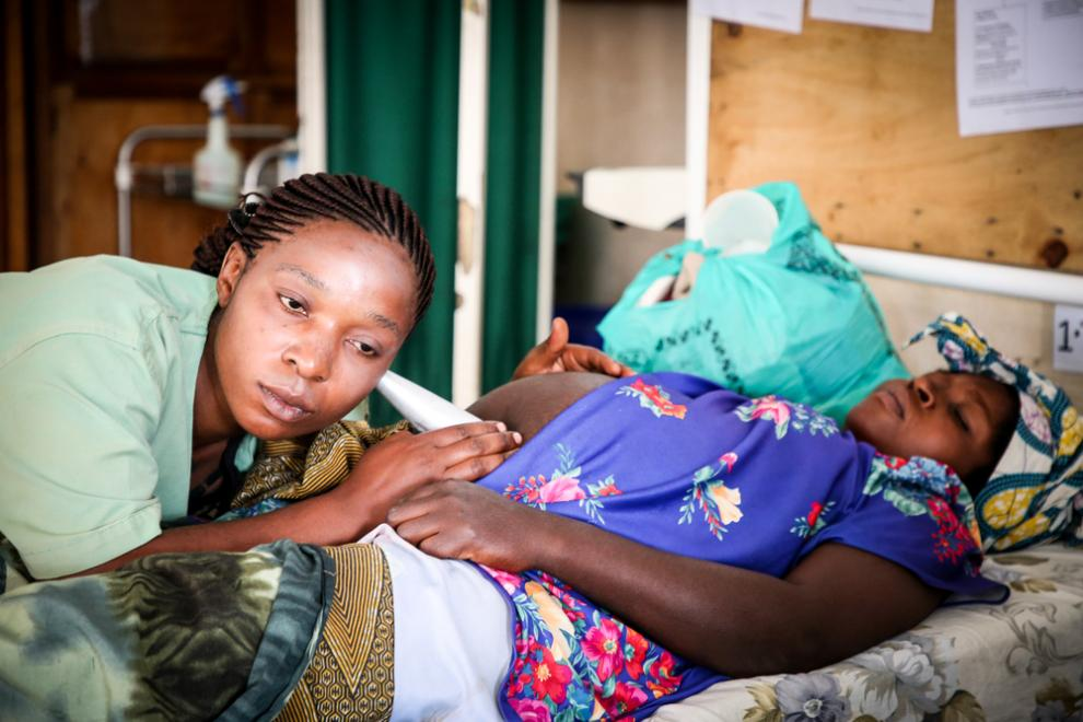 An MSF midwife examines a pregnant woman in DRC