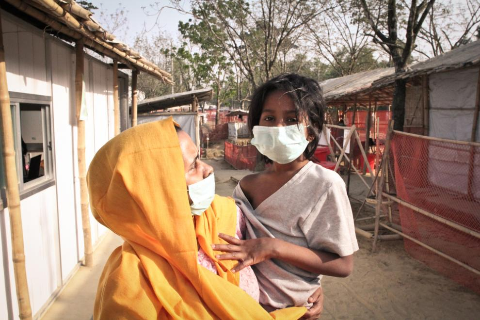 A Rohingya mother and her child wear face masks to preven the spread of diphtheria