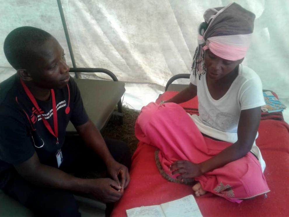 An MSF nurse mentor attends to a patient at Skyline stabilisation centre