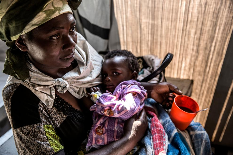 A mother brings her child to an MSF centre in South Kivu.