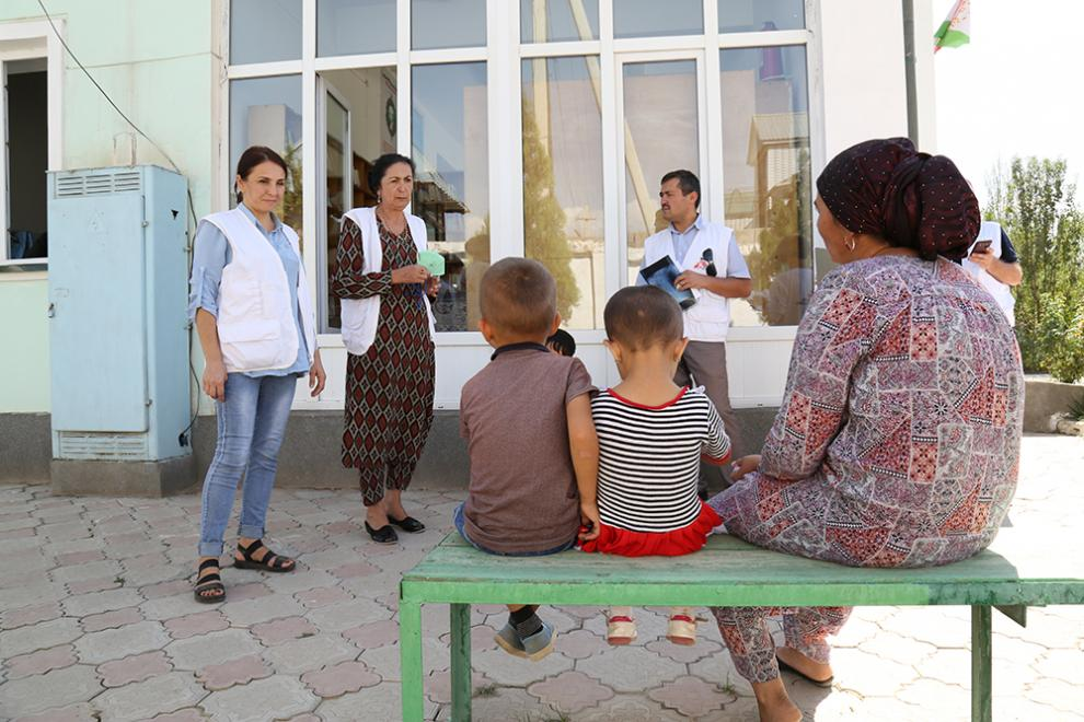 Zukhro with her children at the MSF-supported hospital in Machiton