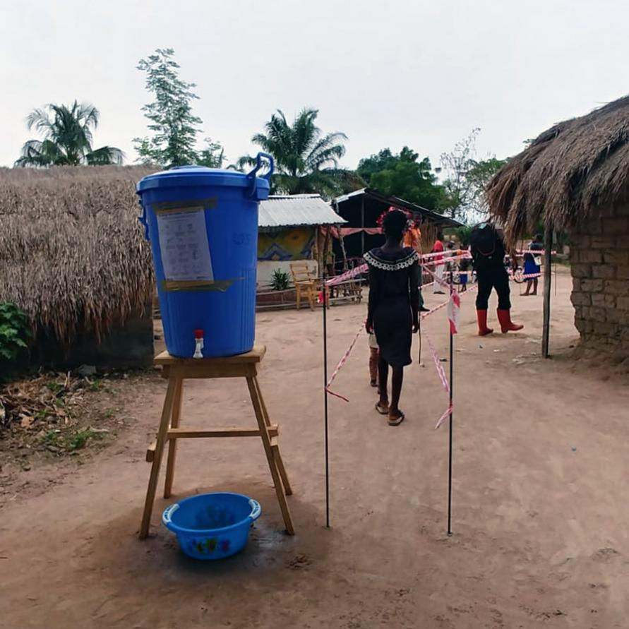 A handwashing point and queuing system at a vaccination station