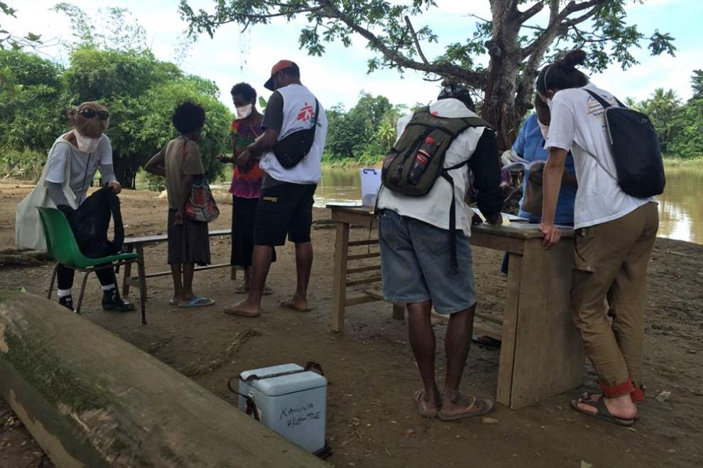 MSF team deliver tuberculosis care in Papua New Guinea