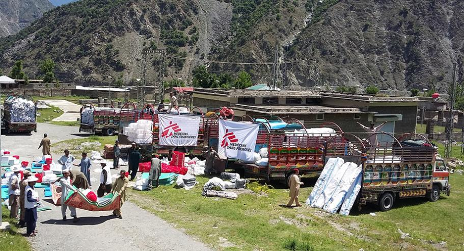MSF teams prepare to distribute vital items following the 2016 earthquake in northern Pakistan