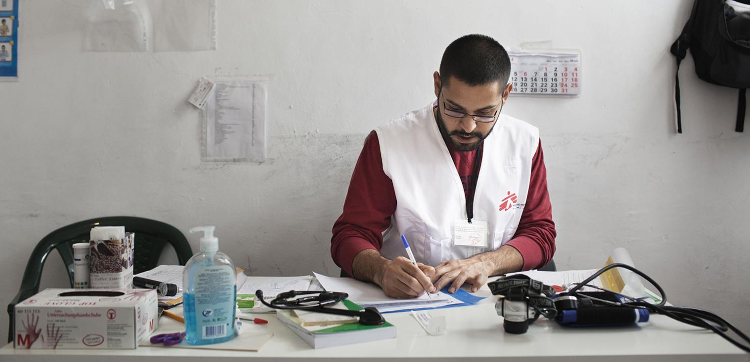 Dr. Rebwar Mustafa at his desk in the MSF health clinic in the Harmanli Camp.
