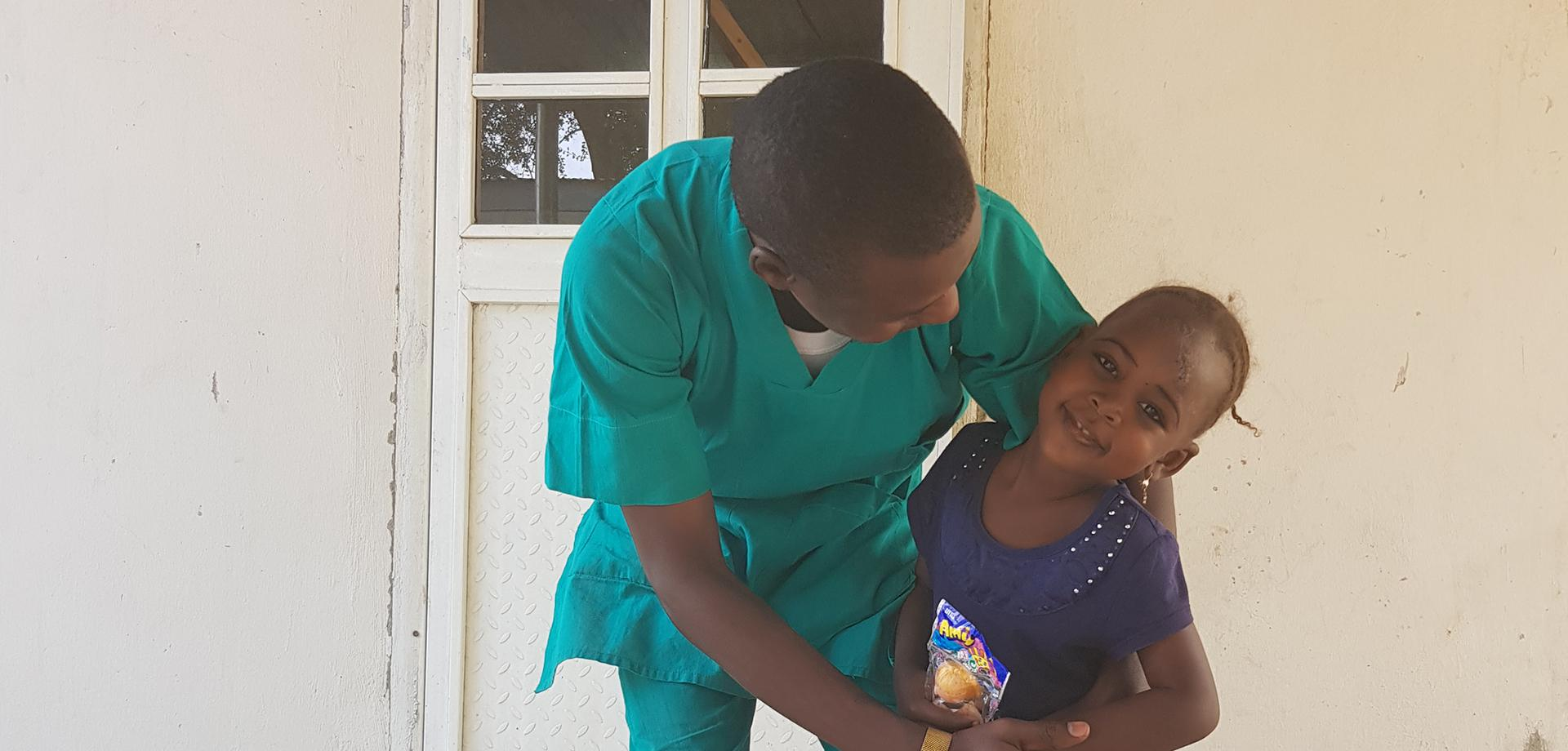 MSF nurse Bukar with five-year-old Hafsat
