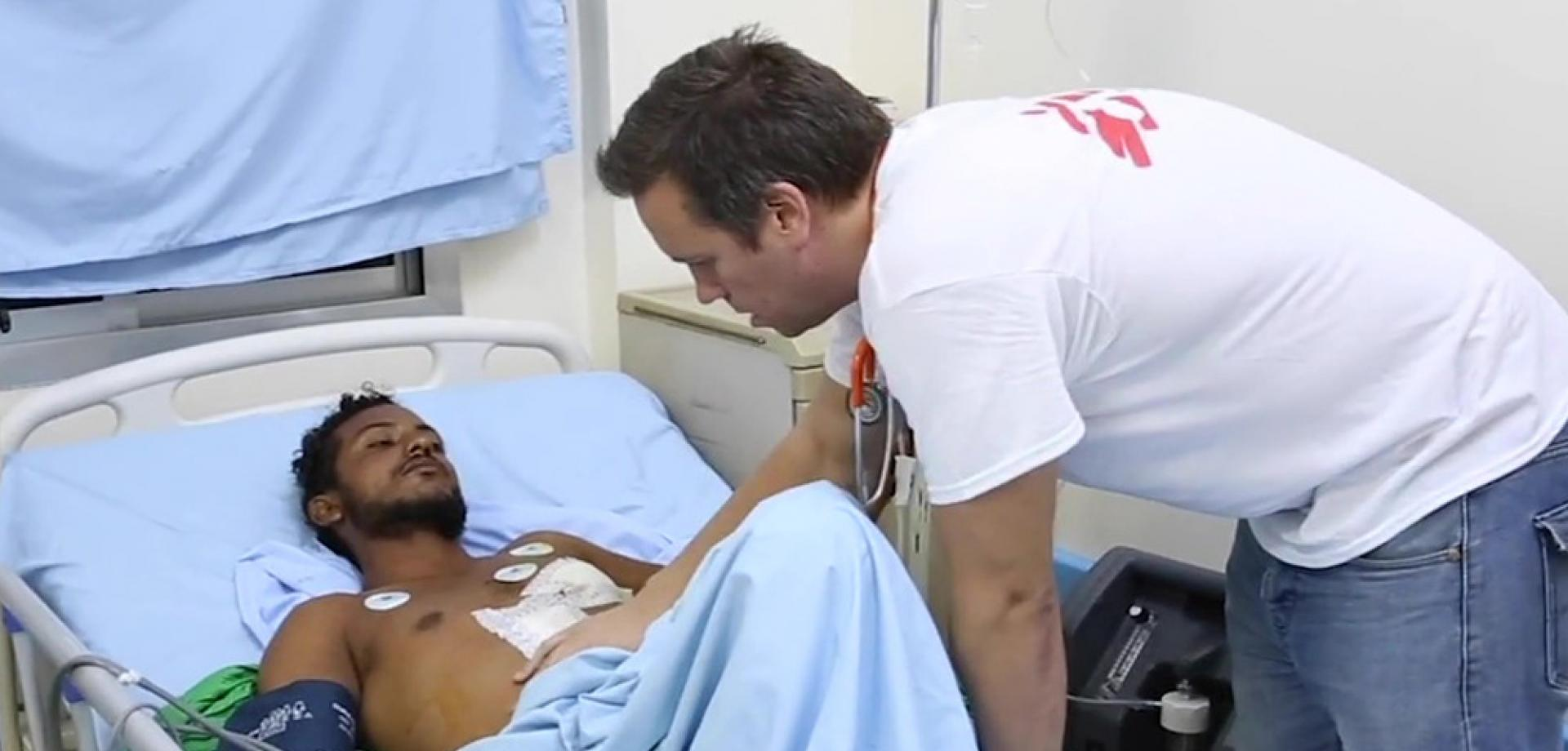 MSf doctor Chris Hook caring for a patient in Yemen