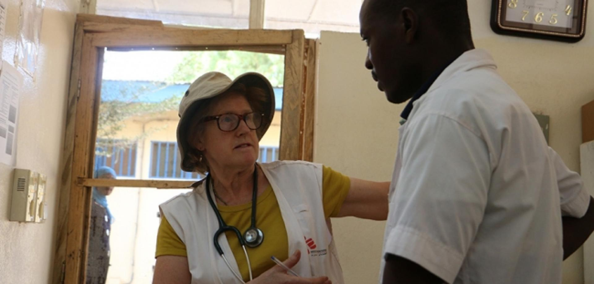 Sarah Wookey discusses a patient with an MSF colleague